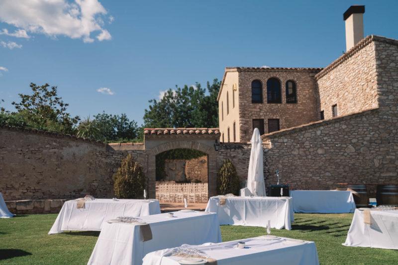 Una masia catalana entre vinyes